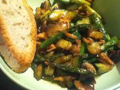 Salmón al wok con trigueros y calabacín en salsa de soja by gastroporno, via Flickr