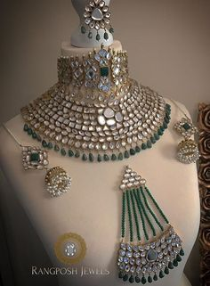 Finding The Best Bridal Jewelry For The Wedding Indian Jewelry Earrings, Indian Jewelry Sets, Fancy Jewellery, Stylish Jewelry, Bridal Jewelry Sets, Fashion Jewelry, Bridal Jewellery, Arabic Jewelry, Resin Jewellery