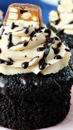 Snickers Cupcakes ~ over the top! Delicious, decadent, chocolatey, caramel-y, peanut butter-y and rich! Snicker Cupcakes, Best Chocolate Cupcakes, Chocolate Pastry, Yummy Cupcakes, Chocolate Recipes, Butterfinger Cupcakes, Cupcake Wars, Cupcake Heaven, Baby Cakes
