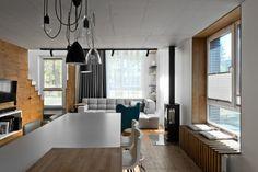 éclairage industriel chic et mobilier scandinave dans la cuisine et le salon