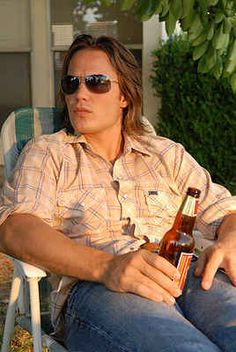 Of all the tv characters I've ever crushed on Tim Riggins (Friday Night Lights) is the one I most wanted to soap up, rinse down and cook for. Poor baby couldn't catch a break! Taylor Kitsch Savages, Tim Riggins, Friday Night Lights, Celebs, Celebrities, Famous Faces, Beautiful Men, Hello Gorgeous, Beautiful Things