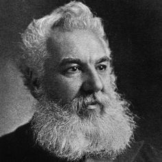 Alexander Graham Bell O escocês Alexander Graham Bell é outro cientista prolixo da virada dos séculos XIX e XX. Nascido em 1847, ele demonstrou tino para as criações tecnológicas desde cedo. Aos 23 anos, já começava a realizar suas primeiras pesquisas para criar um aparelho que transmitisse a fala. Em 1876, apresentou o telefone, pelo qual ficou famoso. Ele ainda teve vários outros inventos registrados em seu nome, como o telégrafo e hidroaviões.