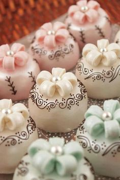 Beautiful Cake Pictures: Little Cakes With Dainty Scroll Work: Little Cakes, Wedding Cakes ♥ Beautiful Cake Pictures, Beautiful Cakes, Amazing Cakes, Fancy Cakes, Mini Cakes, Petit Cake, Cake Ball, Little Cakes, Small Cake