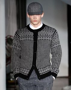Whats catching the eyes of the GQ fashion team on the New York runways Gq Fashion, Knit Fashion, Love Fashion, Preppy Sweater, Men Sweater, Crochet Men, Nordic Sweater, Icelandic Sweaters, Vintage Knitting