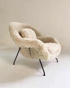 Superior Eero Saarinen Womb Chair in California Sheepskin Types Of Furniture, Furniture Styles, Furniture Ideas, Barbie Furniture, Plywood Furniture, Garden Furniture, Modern Furniture Design, Smart Furniture, Furniture Layout