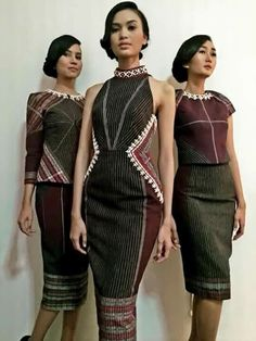 Ulos is the traditional cloth of Batak people of North Sumatra. African Print Fashion, Ethnic Fashion, Traditional Fashion, Traditional Dresses, Pretty Outfits, Pretty Dresses, Model Kebaya, Batik Fashion, Batik Dress