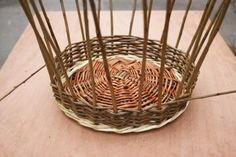 A step by step guide to weaving a traditional style Willow Wicker basket from start to finish. Paper Basket Weaving, Basket Weaving Patterns, Willow Weaving, Owl Fabric, Fabric Flowers, Framed Burlap, Upcycled Crafts, Handmade Crafts, Handmade Rugs