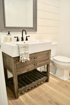 Brilliant Farmhouse Bathroom Vanity Remodel Ideas - Home Decor Rustic Master Bathroom, Modern Farmhouse Bathroom, Farmhouse Sink Kitchen, Downstairs Bathroom, Rustic Farmhouse, Farmhouse Small, Farmhouse Ideas, Farmhouse Vanity, Bathroom Wall