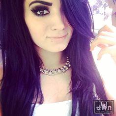 Selfie of Divas Champion Paige Wearing Her New Necklace http://dailywrestlingnews.com/?p=59479