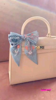 Scarf On Bag, Diy Scarf, Diy Crafts Hacks, Diy Crafts For Gifts, Paper Crafts, Diy Bow, Diy Ribbon, Diy Belt For Dresses, Diy Fashion Hacks