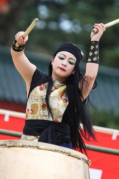 taiko drum player Gypsy People, Cultural Dance, Polynesian Islands, Japanese Fabric, Folk Music, Popular Music, Dance Music, Different Styles, Drums