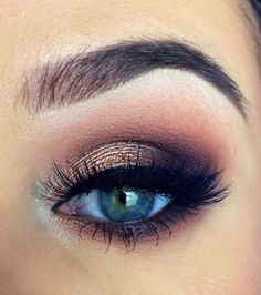 Techniques eyeshadow Pageant and Prom Makeup Inspiration. Find more beautiful makeup looks with Pagea. Pageant and Prom Makeup Inspiration. Find more beautiful makeup looks with Pageant Planet. Prom Eye Makeup, Rock Makeup, Blue Eye Makeup, Kiss Makeup, Cute Makeup, Pretty Makeup, Simple Makeup, Eyeshadow Makeup, Gorgeous Makeup