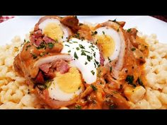 Húsvéti bújtatott tojás Bakonyi módra @Szoky konyhája - YouTube Risotto, Eggs, Breakfast, Ethnic Recipes, Youtube, Red Peppers, Easter Activities, Morning Coffee, Egg