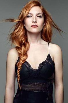 Langes Haar gilt als Inbegriff der Weiblichkeit, liegt im Trend und ist unglaublich vielseitig zu stylen. Kein Wunder, dass viele Frauen zum Rapunzel werden wollen...