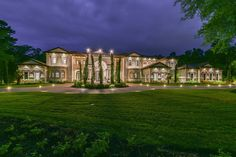 This Mediterranean style mansion is located at 93 W Grand Regency Circle in the guard-gated community of Carlton Woods in The Woodlands, Texas and is situated on acres of land. It is owned by Houston Rockets player Chris Paul. Texas Mansions, Mansions For Sale, Mansions Homes, Luxury Mansions, Woodland High School, Dream Mansion, The Woodlands Tx, Luxury Homes Dream Houses, Dream Homes