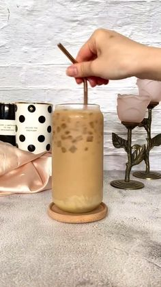 Bebidas Do Starbucks, Starbucks Drinks, Coffee Drink Recipes, Starbucks Recipes, Yummy Drinks, Yummy Food, Comida Diy, Milk Shakes, Cafe Food