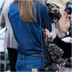 Nada mais deselegante do que um par de calças jeans caindo na cintura; entretanto, o problema é comum devido à característica do material, que tende a ceder com o uso. Aprenda a ajustar de maneira adequada a cintura do seu jeans http://www.farump.com.br/blog/index.php?id=114=Dicas-de-Moda:-Como-fazer-os-ajustes-na-Calça-Jeans