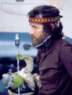 Awesome Jim Henson photo!  What a shame he died so young. Just think what he would have accomplished.