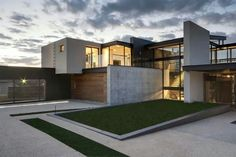 Grass And Steel House In Contemporary Architecture Design Full Imagas Geometric Concrete Home Stone Water Elements Driveway With Beautiful Green Yard Architecture Design, Residential Architecture, Contemporary Architecture, Contemporary Houses, Pavilion Architecture, Sustainable Architecture, Contemporary Design, Home Modern, Modern House Design
