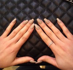 Looking for easy nail art ideas for short nails? Look no further here are are quick and easy nail art ideas for short nails. Matt Nails, Beige Nails, Nude Nails, Neutral Nails, Ongles Beiges, Matte Acrylic Nails, Perfect Nails, Simple Nails, Nails Inspiration