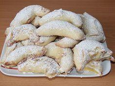 Romanian nutmeg from sour cream dough - Essen und Trinken - cupcakes Delicious Cake Recipes, Yummy Cakes, Sweet Recipes, Baking Recipes, Cookie Recipes, Cupcake Recipes, Cupcakes Amor, Dessert Aux Fruits, Little Cakes