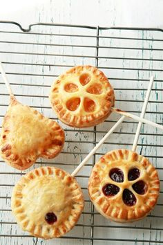 Pie pops!!! Are you kidding me with this? They are so freaking cute!