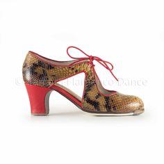 Zapato profesional de flamenco Begoña Cervera modelo escote piel serpiente https://www.tamaraflamenco.com/es/zapatos-de-flamenco-profesionales-4
