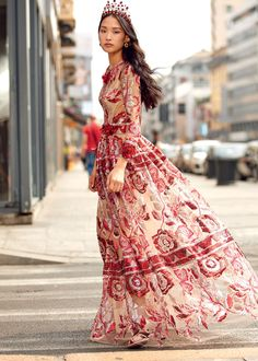 Discover the new Dolce&Gabbana Women's Sera Collection for Spring Summer 2018 and get inspired. Modern Outfits, Boho Outfits, Beautiful Gowns, Gorgeous Women, Coco Chanel Dresses, Streetwear, Boho Fashion, Fashion Dresses, Evening Dresses