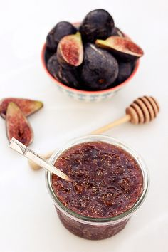 Fig Honey Jam – Gluten-free + Refined Sugar-Free // Tasty Yummies (this one's a refrigerator jam, so you don't have to go to the trouble of sterilizing the jars and all that! Fig Recipes, Canning Recipes, Healthy Recipes, Jelly Recipes, Sin Gluten, Gluten Free, Fig Jam, Jam And Jelly, Cookies Et Biscuits