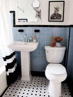 Decorating ideas for how to work with an outdated bathroom–without renovating
