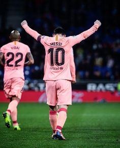 Image may contain: one or more people, people playing sports and outdoor Barcelona Website, Fc Barcelona Wallpapers, Lionel Messi Barcelona, Leonel Messi, Soccer Pictures, Messi 10, Latest Sports News, Neymar, Football Players