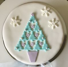 Christmas tree Mini Christmas Cakes, Christmas Cake Designs, Christmas Tree Cake, Christmas Cake Decorations, Christmas Sweets, Christmas Cooking, Christmas Goodies, Xmas Cakes, Winter Treats