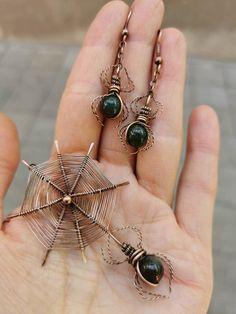 Wire Jewelry Designs, Handmade Wire Jewelry, Copper Jewelry, Beaded Jewelry, Jewlery, Spider Earrings, Wire Earrings, Wire Spider, Wire Jewelry Making