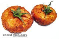 Receta paso a paso para preparar unos san jacobos de tomate Eusko Label rellenos de Idiazabal. Unos san jacobos de lo más original.