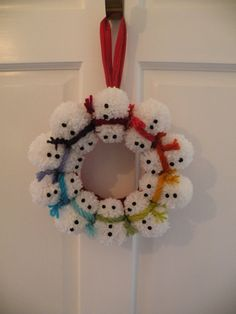 Pom pom Snowman Christmas Wreath - this would be lovely for the kids rooms!