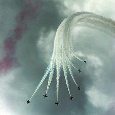 Vertical Break, RAF Red Arrows by Angel tarantella Cieśniarska