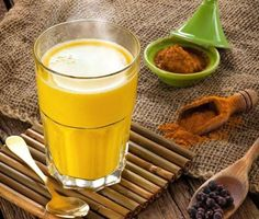 Turmeric milk is a traditional Indian drink. It is also called the golden milk. Read on to know how to prepare and benefits of turmeric milk for beauty. Turmeric Benefits For Skin, Ginger Benefits, Health Benefits, Fresh Turmeric, Turmeric Tea, Fresh Ginger, Phlegm In Throat, Curcuma Latte, Golden Milk Benefits