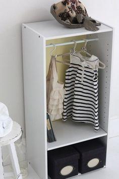 つっぱり棒を使えば、カラーボックスが小さなクローゼットに♪ 著作)フォトスタイリングジャパン http://ameblo.jp/gg-interior/