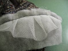 Netting to support sleeve head Tailoring Techniques, Techniques Couture, Sewing Techniques, Sewing Hacks, Sewing Tutorials, Sewing Crafts, Clothing Patterns, Sewing Patterns, Sewing Collars
