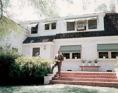 Photos: The Houses Where It All Happened in 1930s and 40s Hollywood- Clark Gable at the back of His House