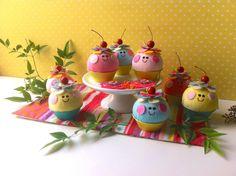 ***Imagem ilustrativa, produto vendido por unidade*** <br>Cupcake Cherry- Valor Unitário: R$16,00 <br> <br>Cupcake de tecido, colorido e divertido, aromatizado, pode ser utilizado como agulheiro, alfineteiro, decoração, sachet ou brinquedo. <br>tamanho da forminha: 6cm de diâmetro <br>altura aproximada: 7cm <br> <br>Cores* disponíveis a pronta entrega: <br>- Amarelo <br>- Rosa-bebe <br>- Rosa <br>- Verde-água <br> <br>*cor do bolinho <br> <br>No momento do pedido você deve citar a cor ...