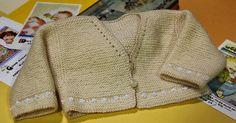 emilia and her knitting: basic baby jacket Knitting For Kids, Baby Knitting, Crochet Baby, Knit Crochet, Knit Baby Sweaters, Knitted Baby Clothes, Cardigan Bebe, Knit Cardigan, Bebe Baby