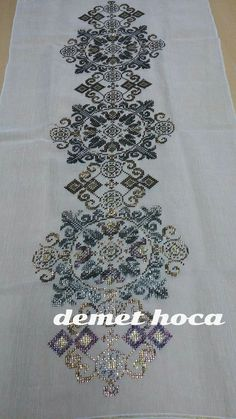 It is a good Cross-Stitch towel example with bright gray. Cross Patterns, Weaving Patterns, Counted Cross Stitch Patterns, Cross Stitch Charts, Cross Stitch Borders, Cross Stitch Rose, Cross Stitching, Types Of Embroidery, Ribbon Embroidery