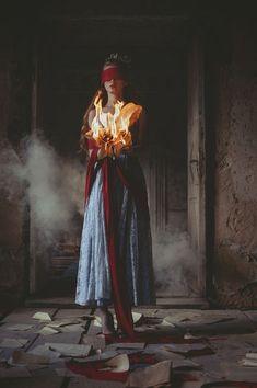 Graduation Picture Ideas Discover siiri kumari photography - HOME Dark Art Photography, Surrealism Photography, Conceptual Photography, Artistic Photography, Creative Photography, Portrait Photography, Urbane Fotografie, Foto Fantasy, Creative Portraits