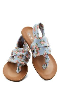 Stay in the Loop Sandal in Pastel Floral. Youll dart from here to there and back again every time you don these floral sandals! #blue #modcloth
