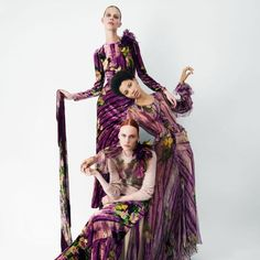 Italian fashion house Alberta Ferretti has enlisted internationally renowned British photographer Tim Walker for first time, engaging three international models Kiki Willems, Lineisy Montero and Lexi Boling to showcase its upcoming Fall/Winter 2017/18 collection.  With Carine Roitfeld in charge of styling, the campaign focuses on a selection of feminine creations channeling poetic and romantic inspirations.