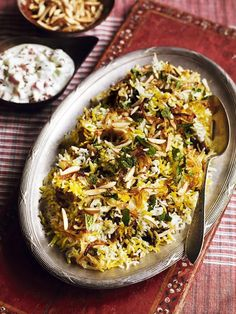 This fragrant green chicken biryani recipe from Debbie Major is full of flavour – perfect for weekend entertaining. A Food, Food And Drink, Dried Chillies, Indian Food Recipes, Ethnic Recipes, Indian Foods, Biryani Recipe, Nasi Goreng, Just Cooking