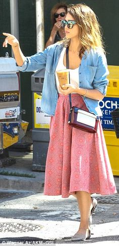 Flirty feminine: The Sin City: A Dame To Kill For star looked casually chic in a chambray ... Photo: Wagner Az #jessicaalba #cash #paplife