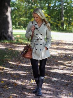 Keep it casual and chic this Fall with a great jacket & an amazing leather handbag. #FallFashion