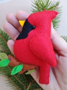 Felt Ornaments, Christmas Tree Ornaments, Christmas Crafts, Christmas Decorations, Cardinal Ornaments, Christmas Time, Christmas Ideas, Diy Projects That Sell Well, Easy Sewing Patterns